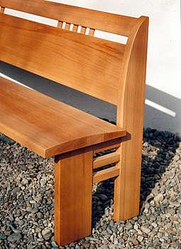 Bank, Birnbaum, gewölbte Sitzfläche